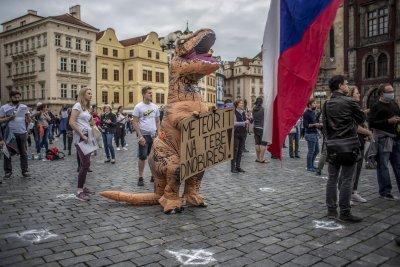 Протестиращи в Чехия искат оставката на Андрей Бабиш