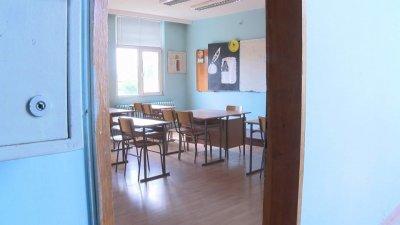 МОН мисли да вмъкне дистанционното обучение в до 20% от учебните часове