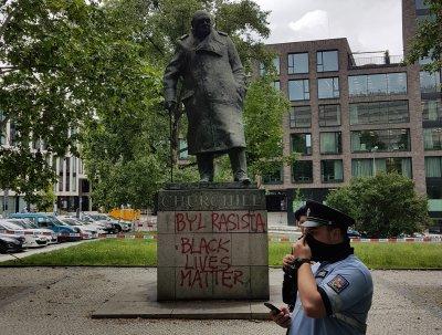 Нова форма на протест срещу съвременния расизъм - поругаване на паметници