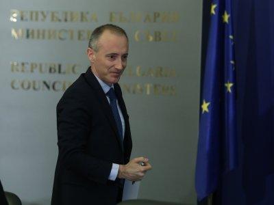 КПКОНПИ проверява образователния министър и шефа на КЗП