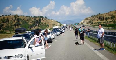 Километрични опашки към Гърция през целия ден