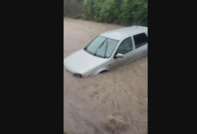 Проливният дъжд наводни улици в Червен бряг