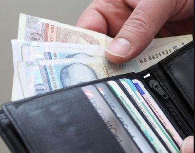 Добрият пример: Тийнейджър намери и върна портмоне с пари
