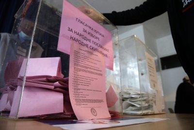 До 12:00 ч. малко над 18% е избирателната активност в Сърбия