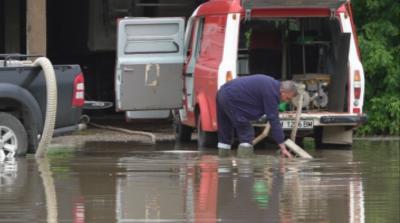 Десетки сигнали за наводнени места в Сливен, Кърджали, Монтана и Русе