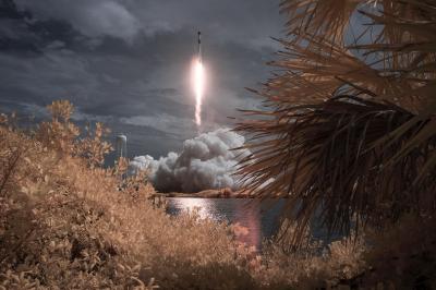 Космическият кораб Crew Dragon се връща от МКС през август
