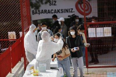 В Турция от понеделник: глоби от 900 лири за хора без маски