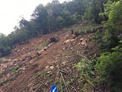 Започна укрепването на свлачището по пътя за Рилския манастир