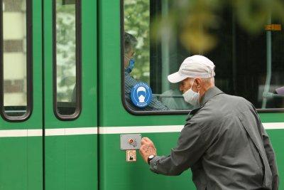 За половин час – трима глобени без маски в градския транспорт на София