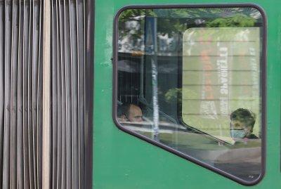 6 екипа ще проверяват носят ли се маски в градския транспорт в София