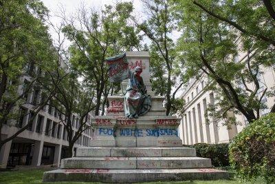 Масови протести и събаряне на паметници в САЩ белязаха 155 години от края на робството