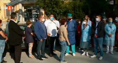 Медиците на болницата във Велинград подават колективна оставка