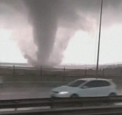Водно торнадо се завихри край Истанбул