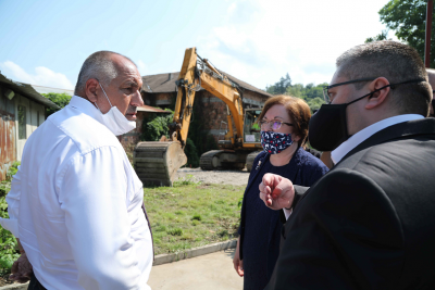 Премиерът в Троян. С 5 млн. лева строят депо за отпадъци и мост в града