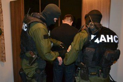 Заподозрян в тероризъм и 15 негови сподвижници арестувани в Бургас
