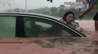 Рекордни наводнения в Китай: 140 литра вода на кв.м. за два часа