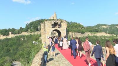 При строги мерки за безопасност започнаха абитуриентските балове във Велико Търново