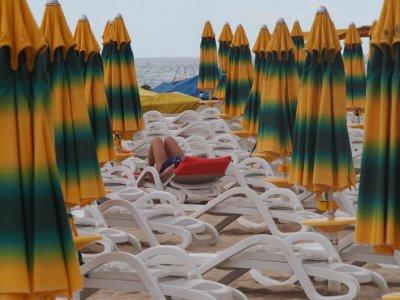 """Проверяват южните плажове след такса """"барбарон"""" и забраната за принадлежности в свободна зона"""