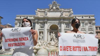 Италиански булки протестираха срещу отлагането на сватбите им