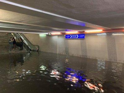 Над 65 сигнала след проливния дъжд в София, 4 метростанции са наводнени