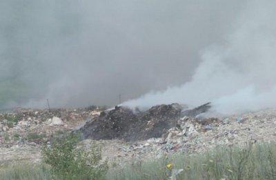 Пламна сметището край Разград