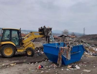 Над 30 тона опасни отпадъци край Червен бряг. Според прокуратурата, са на фирми на Бобокови
