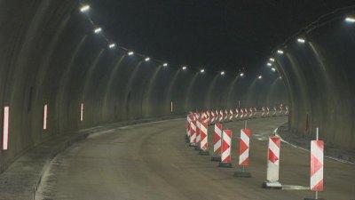 """Ремонтират осветлението в тунел """"Траянови врата"""" на """"Тракия"""", шофирайте внимателно"""