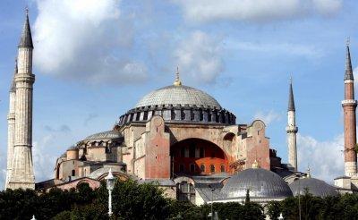 """Съдът отложи решението за превръщането на """"Света София"""" в джамия"""
