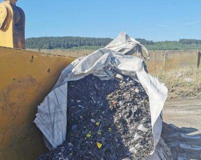 В заровените над 30 тона отпадъци до Червен бряг – акумулатори от Словакия и Румъния