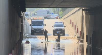 """Продължава отводняването на тунела под """"Лъвов мост"""""""