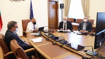 Областните управители пред Борисов: Не се спазват мерките в закрити пространства