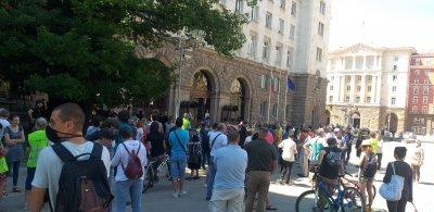 Протест в подкрепа на президентската институция и на демокрацията