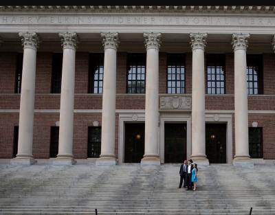 Водещи университети в САЩ обжалват решението да не се издават студентски визи