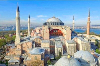 """Светът критикува решението за превръщане на """"Света София"""" в джамия"""