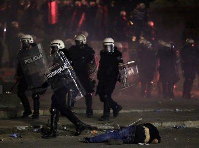 Поредна нощ протести в Сърбия: 19 пострадали, 71 арестувани