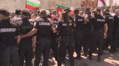 """Напрежение при протеста до парк """"Росенец"""""""
