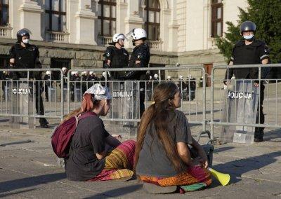 В Белград: Без полицейски час за уикенда, но със строги мерки и ограничения