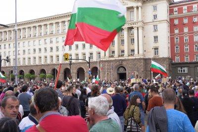 Протестиращите пред президентството се преместиха пред сградата на Министерския съвет