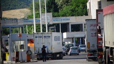 Спират до 14 юли издаването на QR кодове за Гърция