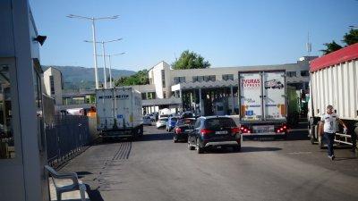 """На """"Кулата"""" – българи с договори за работа в Гърция, но без PCR-и"""
