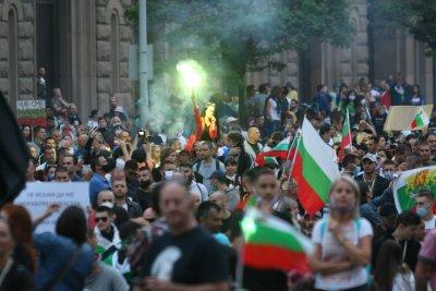 Провокатори на протестите - зрителски видеа, изпратени до БНТ (ВИДЕО)