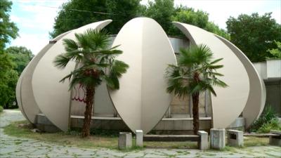 """Заради вандалски прояви, реновират фасадата на зала """"Лотос"""" в Пловдив"""