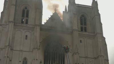 Умишлен палеж е водещата версия за пожара в готическата катедрала в Нант