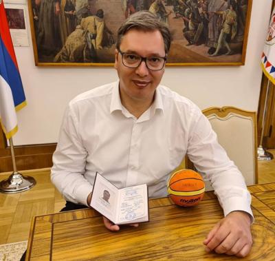 Александър Вучич отново е студент. Ще учи за треньор по баскетбол