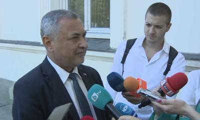 Валери Симеонов: Нека хората са по площадите, само че законно