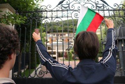 """Кафе не пиха с Пеевски. Младите от """"Да, България"""" чакаха, но не ги поканиха"""
