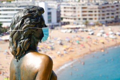 Дискотеки и нощни клубове затварят в Каталуния