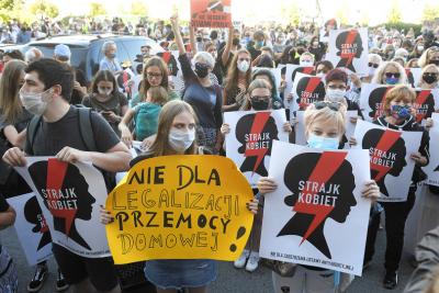 Намерението на Полша за оттегляне от Истанбулската конвенция предизвика протести