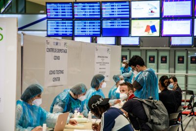 Франция въвежда задължително тестване, Австралия - вечерен час в Мелбърн заради COVID-19