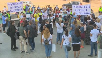 Протест на туроператори пред МС: Искат финансова подкрепа и антикризисен план за сектора